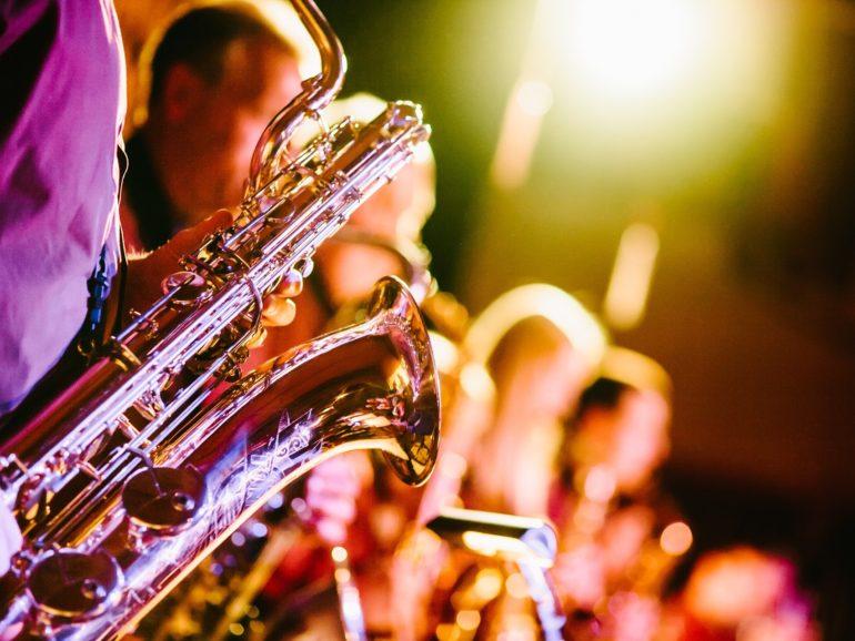 Cómo se aplica el registro horario con artistas y músicos en conciertos