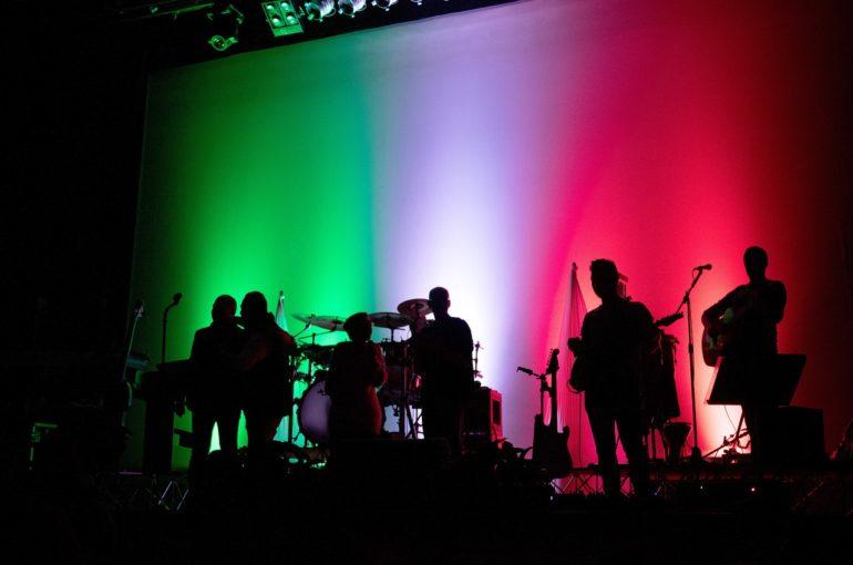 ¿Cómo aplicar el IVA del 10% en facturas de músicos y artistas? ¿Qué pasa con las SL?