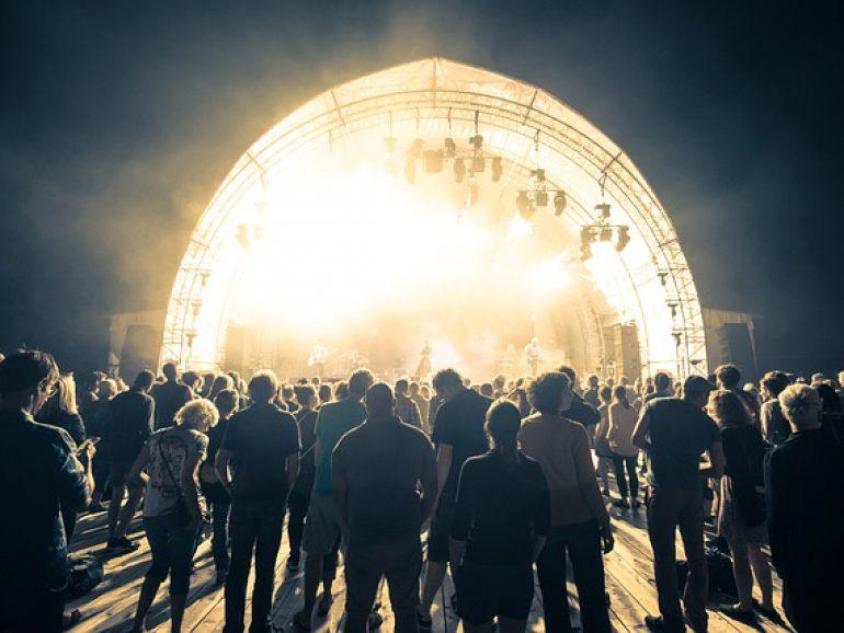 Organizar festivales seguros en contexto COVID: la industria musical británica publica una guía en la misma línea que EsMúsica