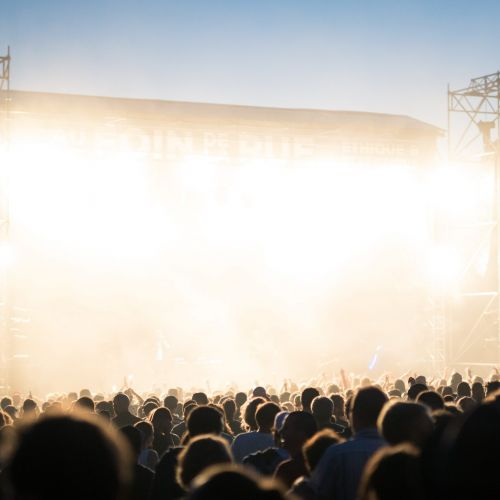 Conciertos y festivales en la desescalada: análisis de criterios sobre aforos y medidas de seguridad COVID19